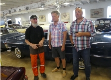 Museiägaren diskuterar Opelminnen med P-O och Ulf