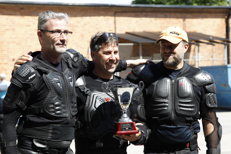 Vinnaren Mats Stridh flankerad av tvåan Anton Engström och trean Göran Järnebrant
